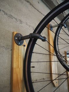 Closer look to the pipe bike hanger