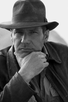 Indiana Jones and the Last Crusade Harrison Ford. I love Richard Castle, but Harrison Ford, Indiana Solo, freaking DEFINES ruggedly handsome. I wanna be him when I grow up. Harrison Ford Indiana Jones, Beautiful Men, Beautiful People, Actrices Hollywood, Hommes Sexy, Raining Men, Famous Faces, Belle Photo, Persona