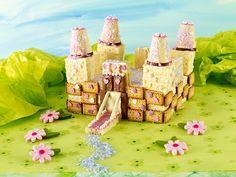 Märchen-Schloss - Wunderschöner Kuchen in Schloss-Form mit rosanem Dekor für den Kindergeburtstag