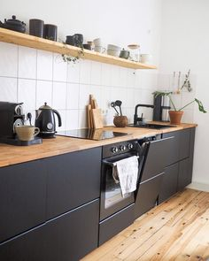 26 Likes - Discover the image of what.the.hygge on COUCH to & kitchen shelf 🌟 # kitchen& Kitchen Dining, Kitchen Decor, Kitchen Cabinets, Black Kitchens, Home Kitchens, Wallpapers Whatsapp, Mawa Design, Cuisines Design, Modern Kitchen Design