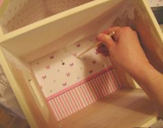 how to: wallpapering a dollhouse