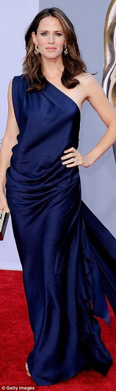 Jennifer Garner. This dress... just blows me away. I love it.