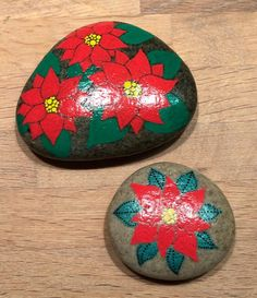 Christmas rocks #paintingrocks #paintingstones #paintedstonesofinstagram #paintedrocksofinstagram #malerpåsten #paintedstone #paintedrock #posca #eddingspray #creative #love #art #homedecor #interiordecor #christmas #jul