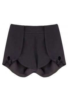SHORTS TRAMORE Shorts com amarração lateral e fechamento lateral em zíper invisível. Composição: 71% Acetato 29% Viscose Forro: 100% Poliéster