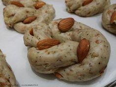 Taralli nzogna e pepe, i taralli napoletani con pepe e mandorle | Il Crudo e Il Cotto