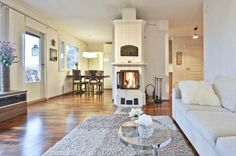 Cosy livingroom/Kodikas olohuone. #oikotieasunnot #koti Scandinavian Interior Design, Gallery Wall, Koti, Fireplaces, Home Decor, Fireplace Set, Fire Places, Decoration Home, Room Decor