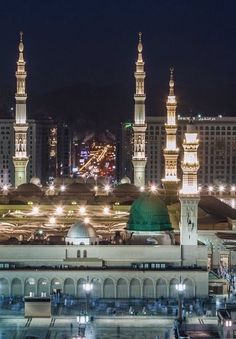 The City of The City -> Madina Tul Munawara Al Masjid An Nabawi, Masjid Al Haram, Islamic Images, Islamic Pictures, Alhamdulillah, Islamic Posters, Islamic Quotes, Pilgrimage To Mecca, Ramadan