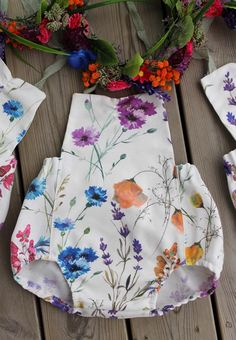 Wild flowers🌾 Buy here:https://www.etsy.com/no-en/listing/532380853/sitter-flower-crownsitter-romper-set