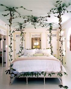 We're thrilled that vine entwined canopy bed has been featured in the new vogue living book! Read the article in our story. Romantic Room, Vogue Living, Room Interior Design, Modern Interior, Maximalist Interior, Master Bedroom Design, Master Bedrooms, Suites, Luxurious Bedrooms