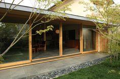 浜寺公園の家 (増改築)|横内敏人建築設計事務所 Japanese Home Design, Japanese House, Japan Architecture, Architecture Design, Indoor Zen Garden, Small Tiny House, Courtyard Design, Modern Rustic, My Dream Home