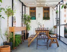 31-decoracao-terraco-mesa-madeira-pergola-cobertura
