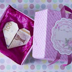 Skal du give penge til konfirmanden i gave, kan du folde en æske til de værdifulde sedler.