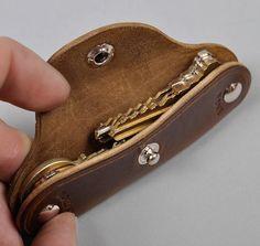 HORSEHIDE KEY HOLDER, BROWN :: HICKOREE'S I have always wondered why we don't have pocket knife key sets.