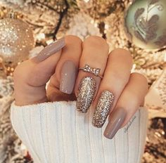 This series deals with many common and very painful conditions, which can spoil the appearance of your nails. SPLIT NAILS What is it about ? Nails are composed of several… Continue Reading → Ongles Beiges, Hair And Nails, My Nails, Luxury Nails, Nagel Gel, Gel Manicure, Manicures, Nail Nail, Nail Glue