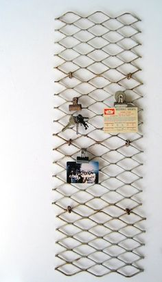 Use chain link fence for a display board as an alternative to cork