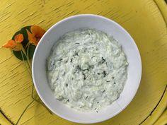 Az igazi tzatziki – egyenesen Görögországból   egy.hu Tzatziki, Greek Recipes, Coconut Flakes, Spices, Food, Yogurt, Spice, Essen, Greek Food Recipes