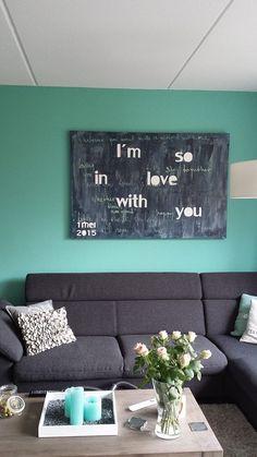 Uniek huwelijkscadeau voor het bruidspaar. Een schilderij met de songtekst van het favoriete nummer van het paar. Im In Love, Couch, Furniture, Home Decor, Settee, Decoration Home, Sofa, Room Decor, Home Furnishings