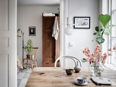 This is such a great example of the effect vintage pieces can have in a home. I don't have many vintage pieces in my own home and if I get them they are usually ceramics and not furniture, but I … Continue reading → Room Interior Design, Interior Exterior, Dining Room Design, Interior Decorating, White Washed Floors, White Walls, Dining Room Inspiration, Interior Inspiration, Wooden Wardrobe