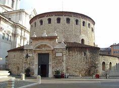 Il Duomo vecchio di Santa Maria Assunta, è la concattedrale di Brescia, titolo che divide con l'adiacente Duomo nuovo. Costruito a partire dall'XI secolo sopra una precedente basilica, ha subìto più di un ampliamento nel corso dei secoli ma ha conservato intatta l'originale struttura romanica, che ne fa uno dei più importanti esempi di rotonde romaniche in Italia.