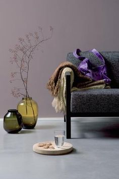 Purple and gray for sophisticated atmosphere living room Rideaux Country, Murs Violets, Home Wall Colour, Annie Sloan Paints, Living Room Colors, Color Of The Year, Pantone Color, Color Trends, Colorful Interiors