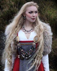 621 best Vikings images on Pinterest | Viking woman, Viking dress ...