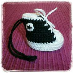 Crochet tiny Converse shoe - Virkad liten Converse sko - Crocheted by Susanna