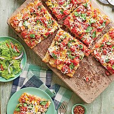 We used Ore-Ida Crispy Crowns frozen seasoned shredded potatoes to create a fun and kid-friendly crust.: 1 tbsp olive oil, pkg frozen seasoned shredded potato rounds, can diced tomatoes drained, pkg fresh basil torn, 2 cups shredded pizza blend cheese. Pizza Recipes, Easy Dinner Recipes, Easy Meals, Cooking Recipes, Supper Recipes, Weeknight Meals, Easy Recipes, Pancake Recipes, Freezer Recipes