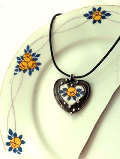Broken China Jewelry Heart Pendant necklace antique porcelain Art Nouveau yellow roses