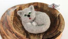 Die Filz-Brosche als Katze.  Die süße Filz-Brosche ist doch mal ein tolles Geschenk. Mit dieser Broschen lassen sich die verschiedensten Sachen verschönern, z.B: Bluse, Schal, Pulli, Jacke,...