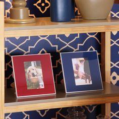 O Porta Retrato Relax é uma moderna peça em vidro colorido, planejada especialmente para as decorações modernas. Tamanho da foto 10x15 cm.