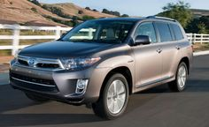 Toyota Highlander Hybrid, 28 combined mpg, 7 passenger seating