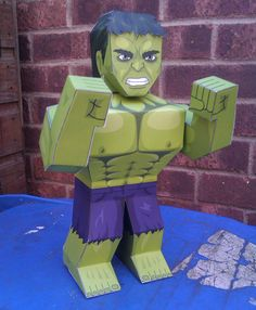 Hulk paper figurine, what a great activity for a super hero party!!!