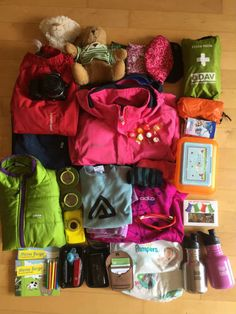 Eine Packliste für Familienwanderungen mit Kindern spart Zeit und Nerven. Was gehört alles in den Rucksack beim Wandern mit Kind?