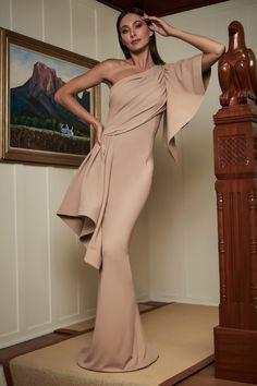 Tadashi Shoji Resort 2020 Fashion Show - Vogue 2020 Fashion Trends, Fashion 2020, Runway Fashion, Kaftan, Japanese Fashion Designers, Tadashi Shoji Dresses, Haute Couture Gowns, Gowns With Sleeves, Fashion Show Collection