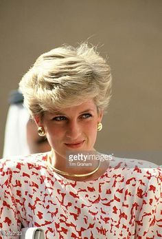 Diana, Princess of Wales on a tour in the Gulf Get premium, high resolution news photos at Getty Images Princess Diana Fashion, Princess Diana Pictures, Princess Diana Family, Princes Diana, Princess Kate, Princess Of Wales, Diane, Lady Diana Spencer, Wet Look