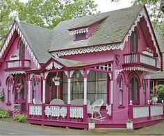 My dream playhouse!! I would have killed to have this growing up!