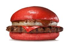 Burger King will sell a red hamburger in Japan. After having released a hamburger spill in the Japanese market, BK has presented a new raid on its classic burger red. The Aka Burger comes in two. Red Burger, Black Burger, Burger King, Burgers, Onion Burger, Cheese Burger, Burger Bar, Kfc, Free Kids Meals