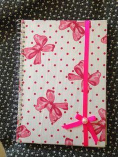Caderno encapado com tecido de laços,pras girls!!!