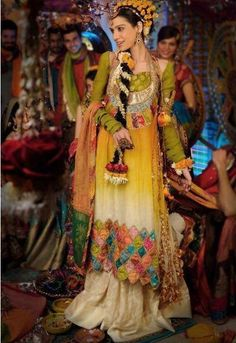 Pakistani Bride - Mehndi Celebration