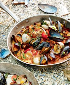 Recipe: Mussels & Clams—A blend of chorizo sausage, broth and herbs offer the shellfish a wealth of flavour. Clam Recipes, Chorizo Recipes, Shellfish Recipes, Greek Recipes, Seafood Recipes, Appetizer Recipes, Cooking Recipes, Mussel Recipes, Mussels Recipe Tomato