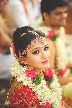 South Indian Bridal look Indian Wedding Bride, South Indian Bride, Indian Bridal, Indian Weddings, Traditional Indian Wedding, Bridal Poses, Bridal Makeup Looks, Indian Wedding Photography, Bride Look