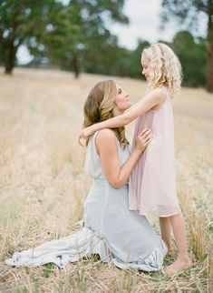 Mother and daughter Mommy Daughter Pictures, Mother Daughter Pictures, Mother Daughters, Daddy Daughter, Mother Son, Mom Daughter Photography, Children Photography, Family Photography, Photography Poses