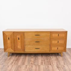 This mid century modern dresser is featured in a solid wood with a glossy blonde wood finish. This long dresser is in great condition with 9 large drawers, tapered feet and two toned wood panel trim. Stylish and retro storage piece with matching nightstands! #midcenturymodern #dressers #longdresser #sandiegovintage #vintagefurniture