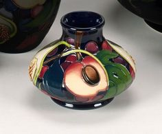 Moorcroft: 'Queen's Choice' 33/3 Emma Bosson