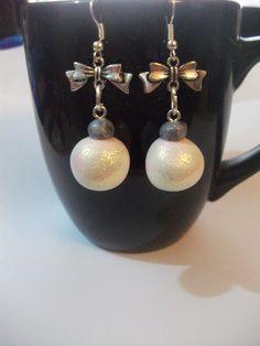 Boucles d'oreilles boules de noël fimo : Boucles d'oreille par lesfantaisiesdekarine