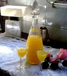Licor de limón y naranja .- http://www.solopostres.com/recetas-de-postres/472/licor-de-limon-y-naranja.html