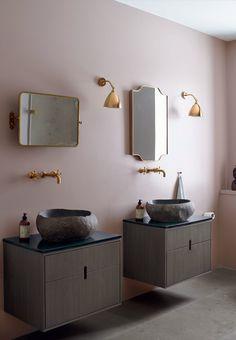 Messing in the bathroom   |   MIKKEL ADSBØLS NORDIC HOME