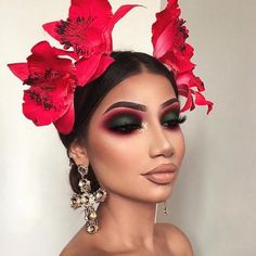Makeup Inspo, Makeup Inspiration, Makeup Ideas, Makeup Trends, Glitter Wallpaper Iphone, Make Up Designs, Make Up Gold, Brit, Halloween Eye Makeup