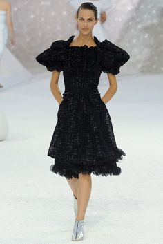 Chanel Spring 2012 Ready-to-Wear Fashion Show - Aymeline Valade (Viva)