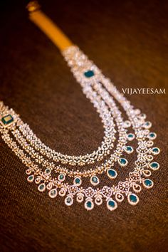Indian Jewelry Earrings, Indian Jewelry Sets, Fancy Jewellery, Jewelry Design Earrings, Gold Jewellery Design, Bridal Jewelry, Diamond Pendant, Diamond Jewelry, Gold Jewelry